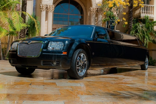 8 Person Chrysler 300 Limo Service Houston