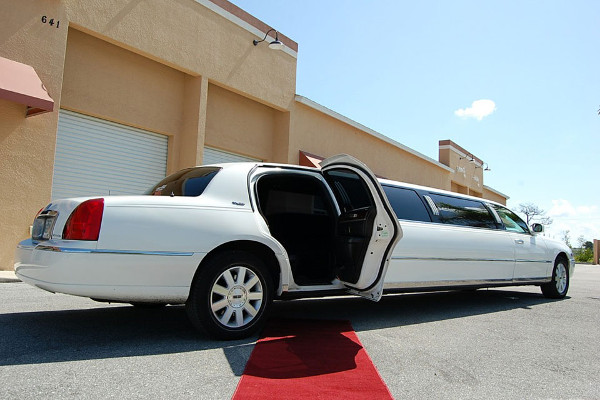 8 Person Lincoln Stretch Limo Houston